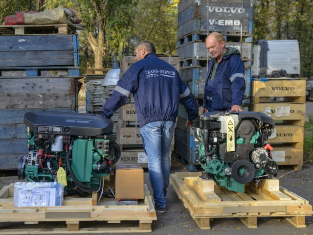 Delivery of 2 sets of marine diesel engines Volvo Penta D3-220A