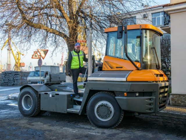 Delivery of 2 TERBERG marine tractors, model RT223 4х4