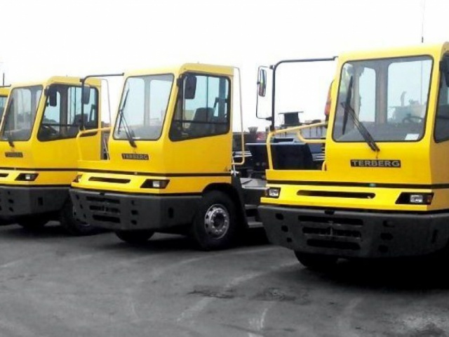 Delivery of 9 (nine) yard tractors TERBERG YT222 4х2