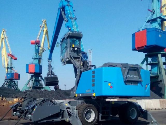 Поставка гидравлического перегружателя на колесном ходу TEREX FUCHS MHL 880