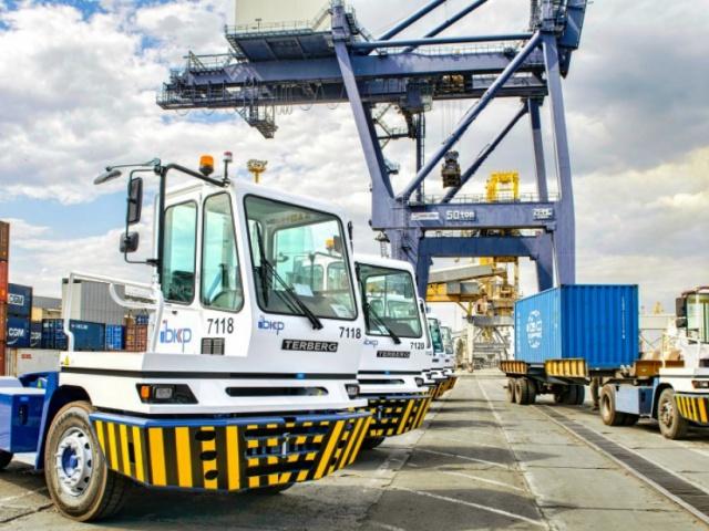 Поставка 10 единиц портовых тягачей TERBERG, модель YT182 4х2