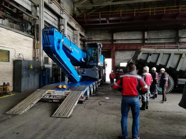 Delivery of mobile hydraulic material loader TEREX FUCHS MHL 340F